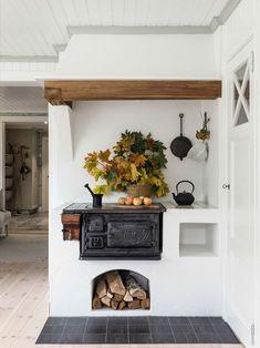 24 Adorable Scandinavian Kitchen Wallpaper Ideas You Can Choose. Pick More Marvelous Scandinavian Kitchen Wallpaper Ideas Rustic Kitchen Decor, Home Decor Kitchen, Country Kitchen, Kitchen Interior, Kitchen Design, Kitchen Ideas, Italian Kitchen Decor, Kitchen Walls, Rustic Italian
