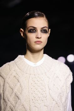 Dries Van Noten Fall 2016 Ready-to-Wear Fashion Show Details Fur Fashion, Fashion Week, Fashion Brand, Fashion Show, Camille Hurel, Perfect Cat Eye, Try On, Vogue Paris, Beauty Routines