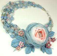 Купить Долина Облачной Розы. Колье, брошь - комбинированный, розовый, голубой, светло-розовый