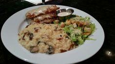 Delish!  De Moriviví @ Bowlera.  Sabroso plato de Berenjenas a la Parmesana con Risotto de Setas y Ceasar Salad.