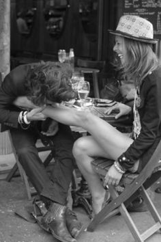 they all were young and beautiful! the trick is how to stay so! Joni Mitchell getting her leg eaten by Graham Nash
