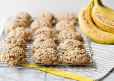 Banana oatmeal and cinnamon low calorie cookies Healthy Fruits, Healthy Smoothies, Healthy Desserts, Low Calorie Cookies, Healthy Cookies, Sweets Recipes, Snack Recipes, Banana Breakfast Cookie, Quinoa Recipes Easy