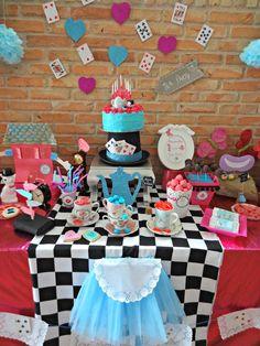 Resultado de imagen para decoracion cumpleaños alicia en el pais de las maravillas