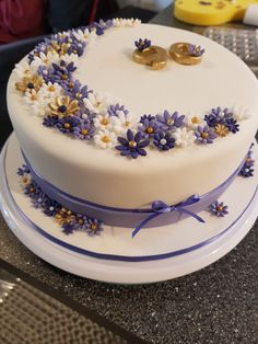 The prettiest birthday cake & easy too! The prettiest birthday cake & easy too! Sister Birthday Cake, 90th Birthday Cakes, Bithday Cake, Women Birthday, Cake Icing, Fondant Cakes, Cupcake Cakes, Foto Pastel, Bolo Floral