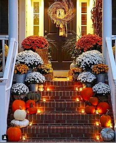decor ideas 80 Elegant Ways to Decorate for Fall Fall Thanksgiving Halloween Autumn Decorating ideas outdoor front door interior design tablescapes table settings pumpkins flowers Porche Halloween, Casa Halloween, Halloween Home Decor, Living Room Halloween Decor, Halloween Ideas, Christmas Wedding Centerpieces, Halloween Front Door Decorations, Fall Wedding Decorations, Deco Haloween