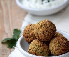 Discover recipes, home ideas, style inspiration and other ideas to try. Fig Recipes, Healthy Dinner Recipes, Vegetarian Recipes, Healthy Food, Tahini Dressing, Tzatziki, Falafels, Vegetarian Fajitas, Falafel Recipe