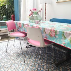 Love the table cloth Gispen chairs