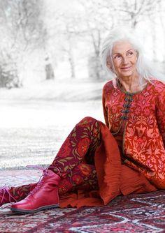 """Tuvstarr"" viscose leggings – Trousers – GUDRUN SJÖDÉN – Webshop, mail order and boutiques Mature Fashion, Older Women Fashion, Fashion Over 50, Boho Fashion, Womens Fashion, Fashion Tips, Hijab Fashion, Fashion Brands, Style Fashion"
