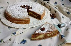 La torta soffice al caffè e ricotta ripiena di crema pasticcera e buonissima, preparata senza burro e con crema che non affonda.