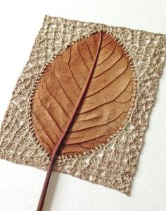 Pretty leaf - crocheted art by Susanna Bauer Crochet Stone, Freeform Crochet, Crochet Art, Crochet Patterns, Crochet Flower, Textiles, Dry Leaf Art, Bordados E Cia, Crochet Leaves