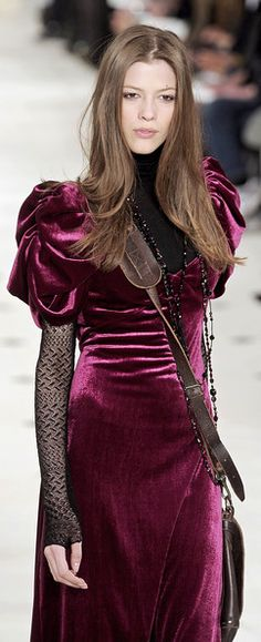 Purple violet coloured velvet dress from Ralph Lauren. Looks like something the romantic gothic brand 'Sinister' could have made :)