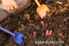 Mom to 2 Posh Lil Divas: Digging for Letters: An Outdoor Learning Activity for Kids Phonics Activities, Kids Learning Activities, Learning Letters, Outdoor Activities For Kids, Outdoor Learning, Outdoor Play, Alphabet Phonics, Traditional Tales, Outdoor Classroom