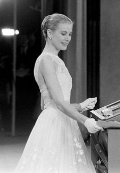 Epitomy of grace - Grace Kelly presenting an Academy Award in 1956