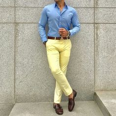 Casual look for men casual outfits for men мода, инстаграм Mens Yellow Pants, Yellow Pants Outfit, Casual Look For Men, Casual Looks, Men Casual, Formal Dresses For Men, Shirt Tucked In, Business Casual Outfits, Look Chic