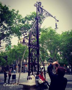 Mobiliario urbano de #BCN , foto de la foto  #paseodegracia #phonepics #emayte