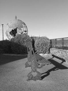 Pictures of Saint-Tropez: Globe terrestre de métal ajouré of Saint-Tropez