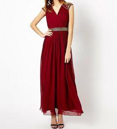 Patobulinkite figūrą akimirksniu: vakarinių suknelių TOP 10. FOTO