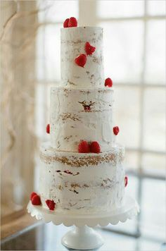 Love this unfinished look. Goes perfectly with a winter woodland wedding theme!!!