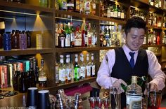 When a night calls for a cocktail then let them mix them by the top Singapore mixologists for cocktail. Let a glass of cocktail to relax you! Top 10 Cocktails, Cultural Events, Travel Guide, Singapore, Around The Worlds, Create