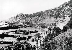 World War I. 1915. Turkey. Australian and New Zealand army members landing on the beach at Anzac cove during the invasion of Gallipoli.