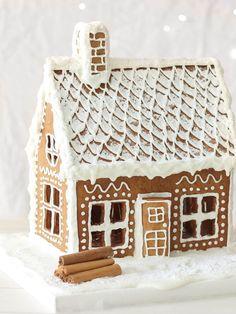 Gingerbread House Recipe - Recipes by Carina Royal Icing Gingerbread House, Gingerbread House Template, Cool Gingerbread Houses, Gingerbread Dough, Gingerbread Decorations, Christmas Gingerbread House, Christmas Houses, Christmas Fairy, Christmas Things