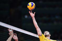Brasil es el campeón del voleibol masculino de Rio 2016 Volleyball Players, Sports Art, Soccer Ball, Poses, World, Wallpaper, Brazil, Spider Man, Wall