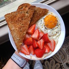 Image about girl in Food & Drinks by Healthy Meal Prep, Healthy Breakfast Recipes, Healthy Snacks, Snack Recipes, Healthy Eating, Healthy Breakfast For Weight Loss, Healthy Recipes, Food Goals, Aesthetic Food