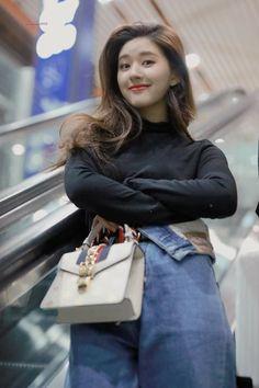 Fb Girls, Cute Girls, Chinese Actress, Aesthetic Girl, Thalia, Ulzzang Girl, Suzy, Korean Fashion, Wattpad