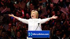Hilary Clinton wordt de presidentskandidate voor de Democraten, ze slaagde erin om de voorverkiezingen binnen haar partij te winnen van haar uitdager Bernie Sanders. Hilary zal het op 8 november 2016 opnemen tegen de gecontesteerde Donald Trump, de winnaar van de Republikeinse voorverkiezingen.