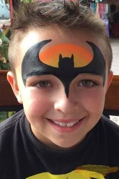 Simple face painting designs are not hard. Many people think that in order to have a great face painting creation, they have to use complex designs, rather then Face Painting Tips, Face Painting For Boys, Face Painting Tutorials, Body Painting, Simple Face Painting, Easy Face Painting Designs, Batman Face Paint, Superhero Face Painting, Christmas Face Painting