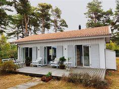 บ้านรูปทรงคอทเทจสีขาว สร้างด้วยไม้หลังคามุงกระเบื้อง ตกแต่งภายในโล่งตาน่ารักน่าอยู่   NaiBann.com