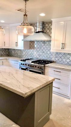 Choosing Your New Kitchen Countertops Cottage Kitchen Cabinets, Kitchen Cabinets And Countertops, Small Cottage Kitchen, Kitchen Cabinet Design, Home Decor Kitchen, New Kitchen, Kitchen Ideas, Custom Countertops, Island Kitchen