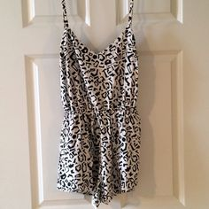 Dolce Vita Black and White Romper This Dolce Vita Black and White Patterned Romper has adjustable straps, front pockets and front flaps. The back is stylish with a triangle cut-out in the middle held together with a brass button. Only worn once so in excellent condition! Dolce Vita Other