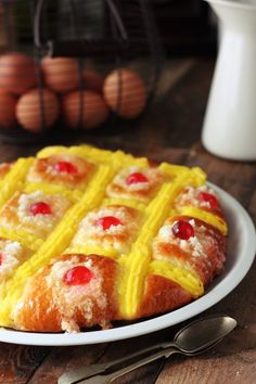 Coca de San Juan (In Spanish With Translation On The Side) Sweet Recipes, Cake Recipes, Chilean Recipes, Chilean Food, Pan Dulce, Mediterranean Recipes, How To Make Bread, Easter Recipes, Snack