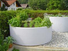 brunnen oder schachtringe aus beton zur hofbepflanzung oder als hochbeete garden stuff. Black Bedroom Furniture Sets. Home Design Ideas
