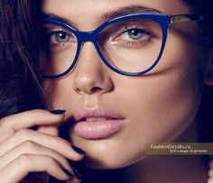 Working Girl: Vladimir Marti Captures Office Wear for Cosmopolitan Mexico Geek Chic Glasses, Cool Glasses, Glasses Frames, Cosmopolitan, Types Of Glasses, Lunette Style, Computer Glasses, Fashion Eye Glasses, Wearing Glasses