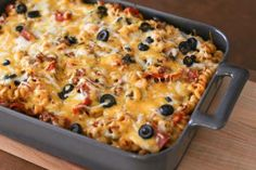 Hearty Pizza Bake with Pasta, Ground Beef, and Pepperoni: Loaded Pizza and Pasta Casserole