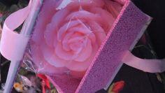 Sabonete de rosa na caixa