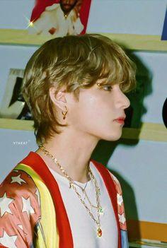 V Taehyung, Bts Bangtan Boy, Daegu, Foto Bts, K Pop, V Bts Wallpaper, Bts Aesthetic Pictures, Album Bts, Most Handsome Men