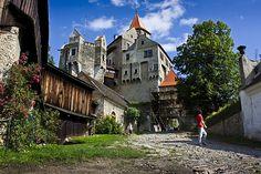 Pernstejn Castle Czech Republic, Places Ive Been, Palace, Places To Visit, Castle, Mansions, House Styles, Travel, Medieval