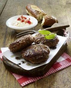 Fleischpflanzerl mit Schmand-Dip Rezept