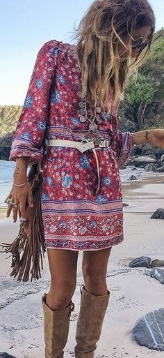 Boho clothes, jewelry and bags have rocked the fashion world. Boho has been immensely popular both with celebrities with masses alike. Let us look over on Boho Gypsy Look, Look Hippie Chic, Estilo Hippie Chic, Look Boho, Gypsy Style, Bohemian Style, Boho Chic, Bohemian Fashion, Ibiza Fashion