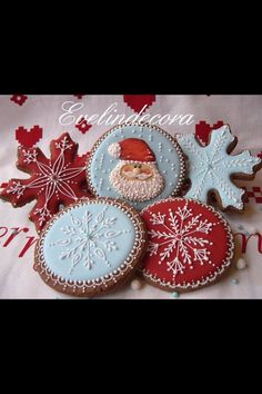 Icing cookies: Santa and snowflakes by Evelindecora (Cake Pops Weihnachten) Christmas Sugar Cookies, Christmas Sweets, Christmas Cooking, Noel Christmas, Christmas Goodies, Holiday Cookies, Gingerbread Cookies, Christmas Hanukkah, Christmas Cakes