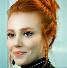 Top 10 Countries With The World's Most Beautiful Women (Pictures included) Kinds Of Haircut, Non Blondes, Red Hair Woman, Prettiest Actresses, Gorgeous Redhead, Work Hairstyles, Turkish Beauty, Redhead Girl, Elcin Sangu