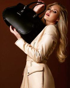 3e52d4d285a4 Manteau cuir caramel - Versace.  versace  outfit  cute  elegance Coups de  Coeur   Achetez des articles de luxe neufs certifiés