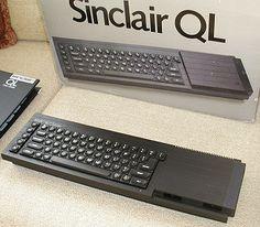 Sinclair QL (februarie 1984)  Un computer excelent pentru vremea lui !  Procesor: Motorola 68008 (7,5 MHz), memorie: 128 KB, ROM: 48 KB, grafică: ZX8301 (32 KB VRAM), două unităţi Microdrive (câte 100KB), sistem de operare: QDOS.