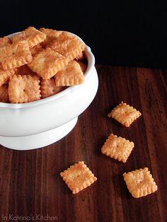 Homemade Cheez-Its #recipe from @KatrinasKitchen