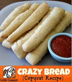 copycat recipes This Little Caesars Crazy Bread Copycat Recipe is delicious! Im not to big of a fan of their pizza but I could eat their breadsticks all Think Food, I Love Food, Crazy Bread Copycat Recipe, Little Caesars Crazy Bread Recipe, Easy Crazy Bread Recipe, Food Porn, Snacks, Muffins, Food To Make