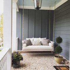 How to Maximize Your Outdoor Space with 39 Dream House Porch Swing ⋆ design sepatula Porch Bed, Front Yard Design, House With Porch, Ballard Designs, Porch Decorating, Decorating Ideas, Cheap Home Decor, Palazzo, Outdoor Living