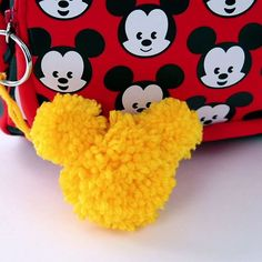 Versier je sleutelbos of tas met een sleutelhanger van de allerleukste muis ter wereld: Mickey Mouse.